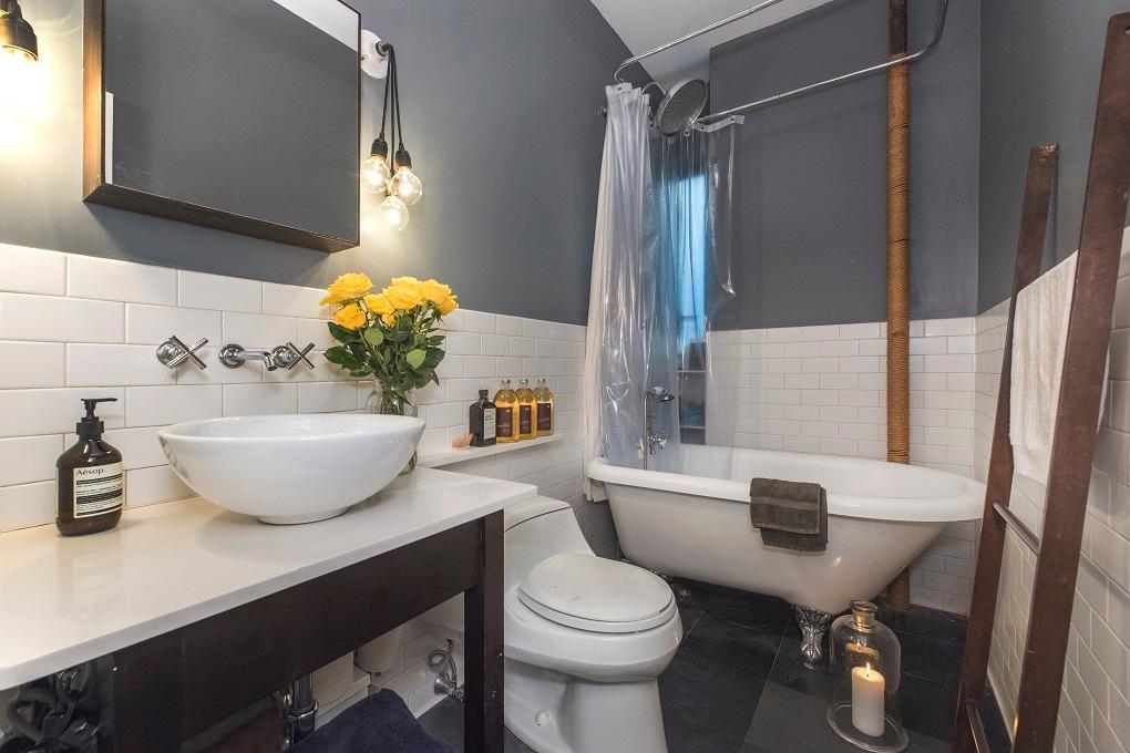 242 West 104th Street, bathroom