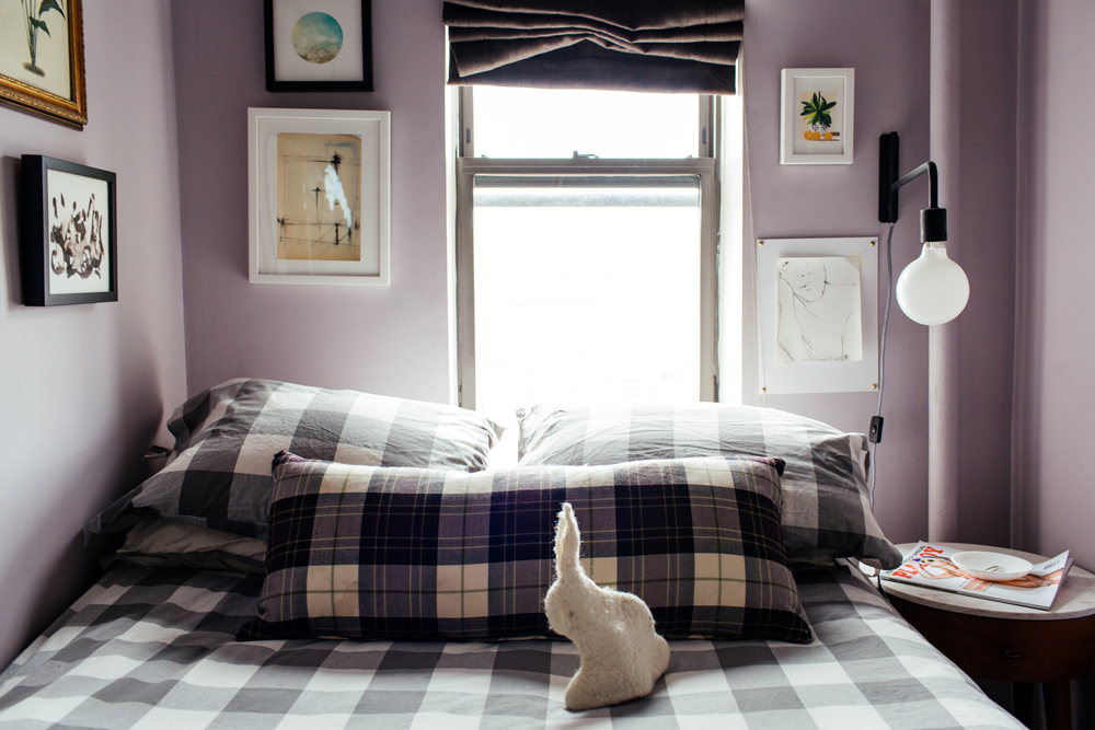 Dustin-Oneal-tiny-apartment-Lower-East-Side-NYC-bed2