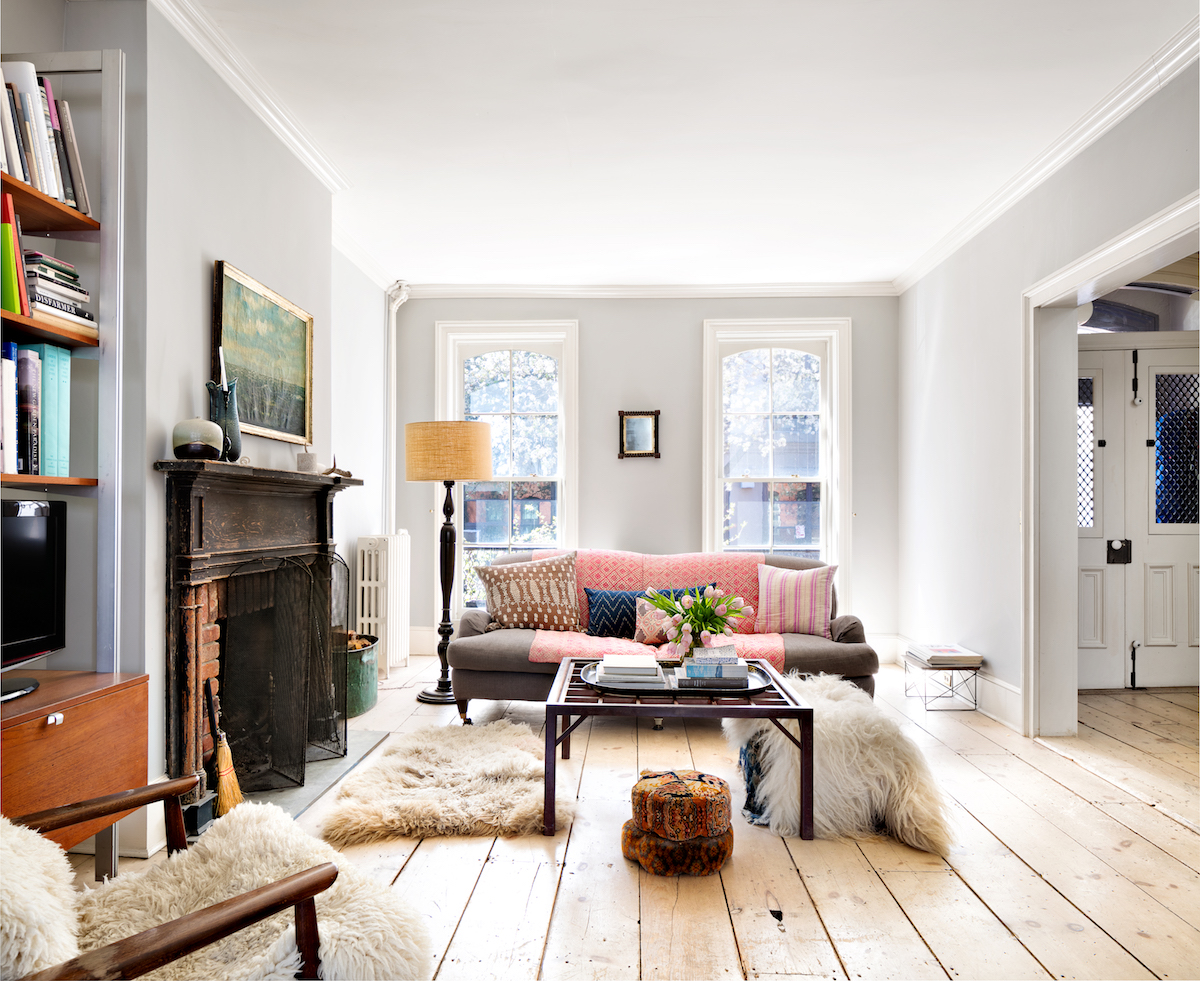 A photographer s eye makes this carroll gardens for Living room brooklyn 86 st
