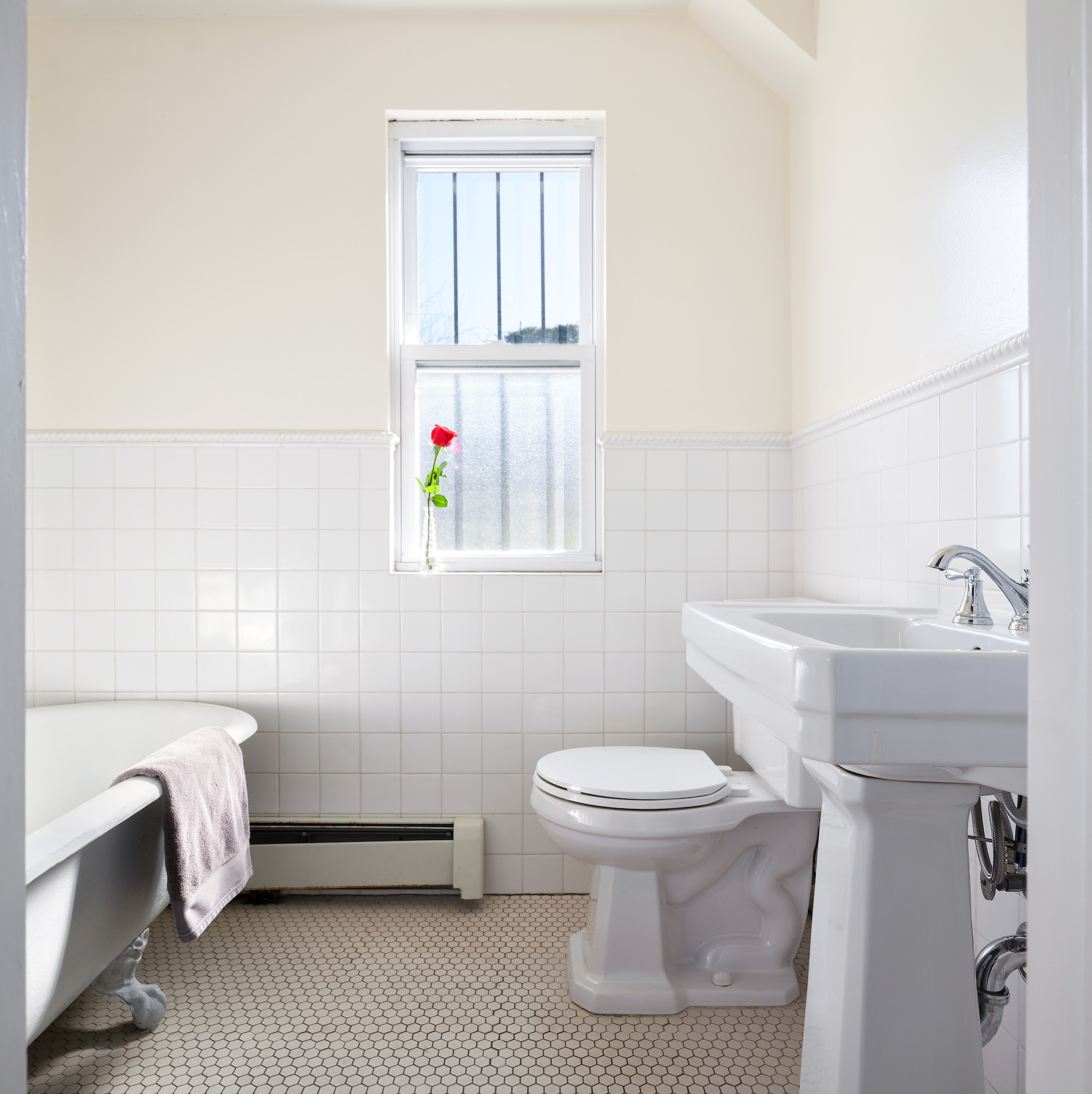 136 30th Street, bathroom