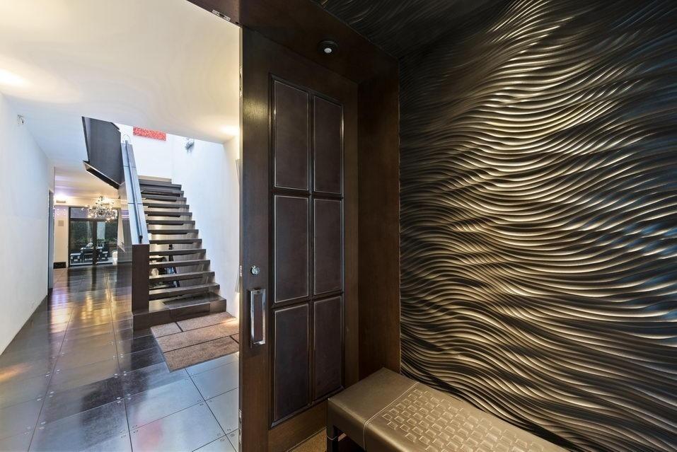 7 Hubert Street, entryway