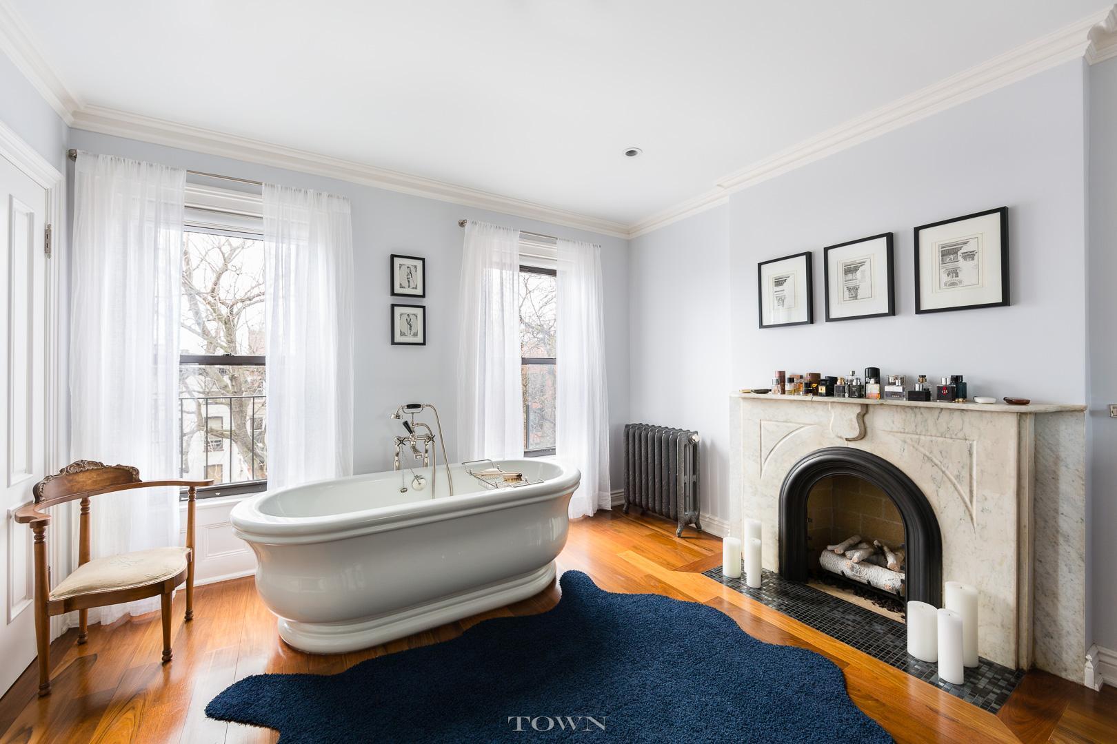 17 madison street, clawfoot tub