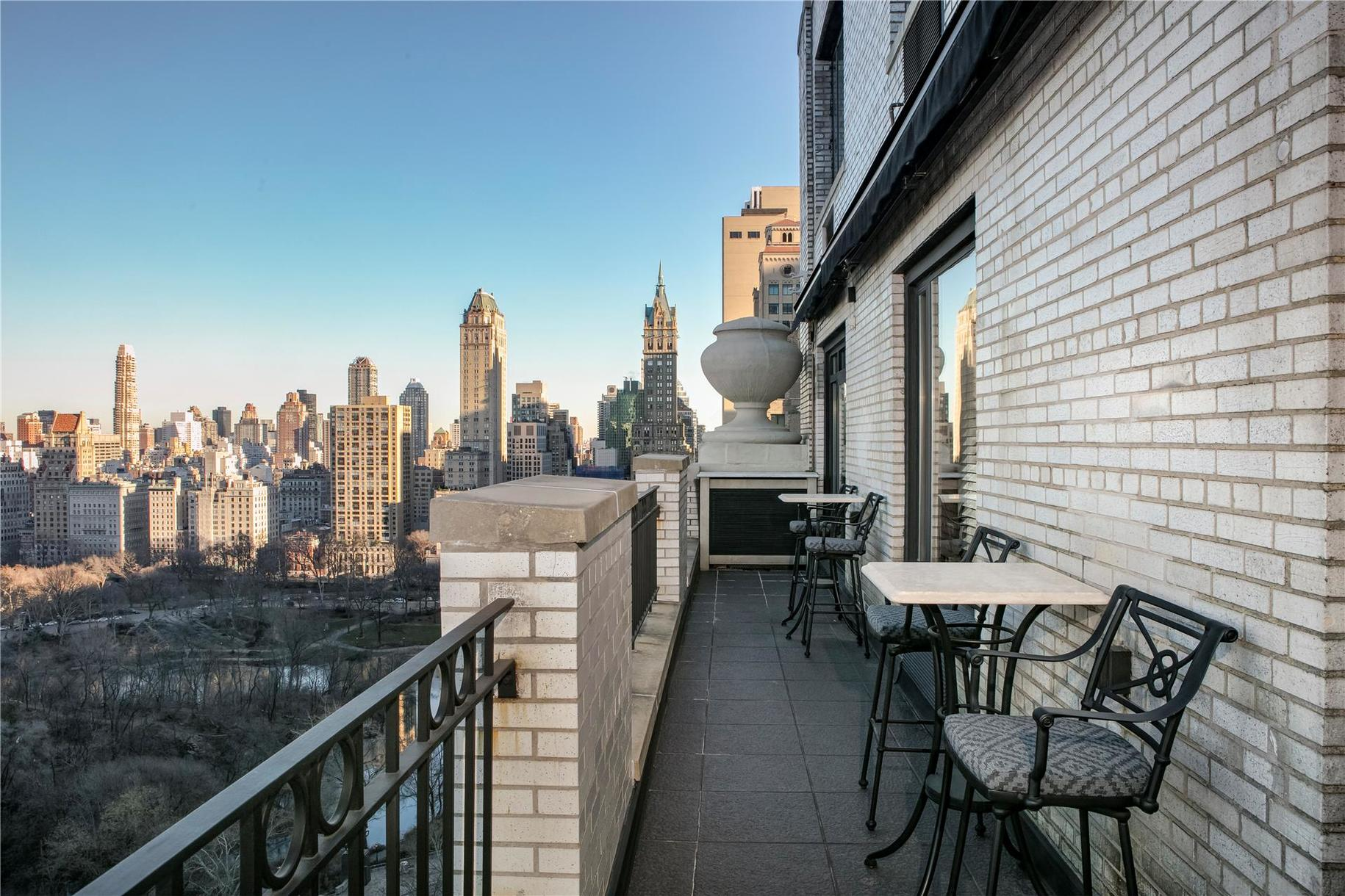 150 Central Park south, Celebrities, Celebrity Real Estate, Hampshire House, Pavarotti, Three tenors, Opera, Manhattan co-op for sale