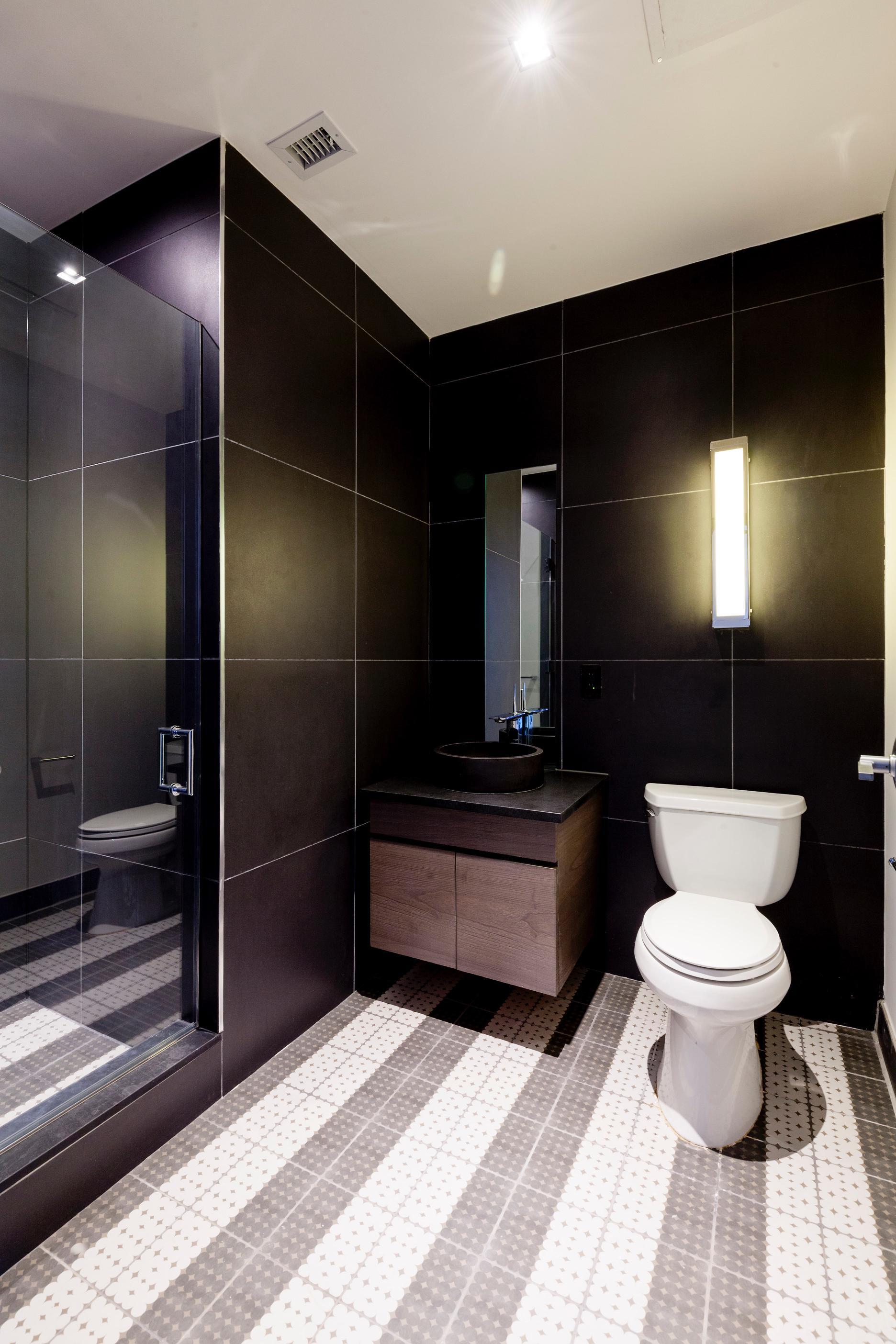 232 Adelphi Street, bathroom