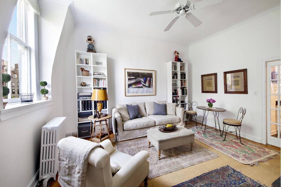 226 West 11th Street, co-op, west village, living room