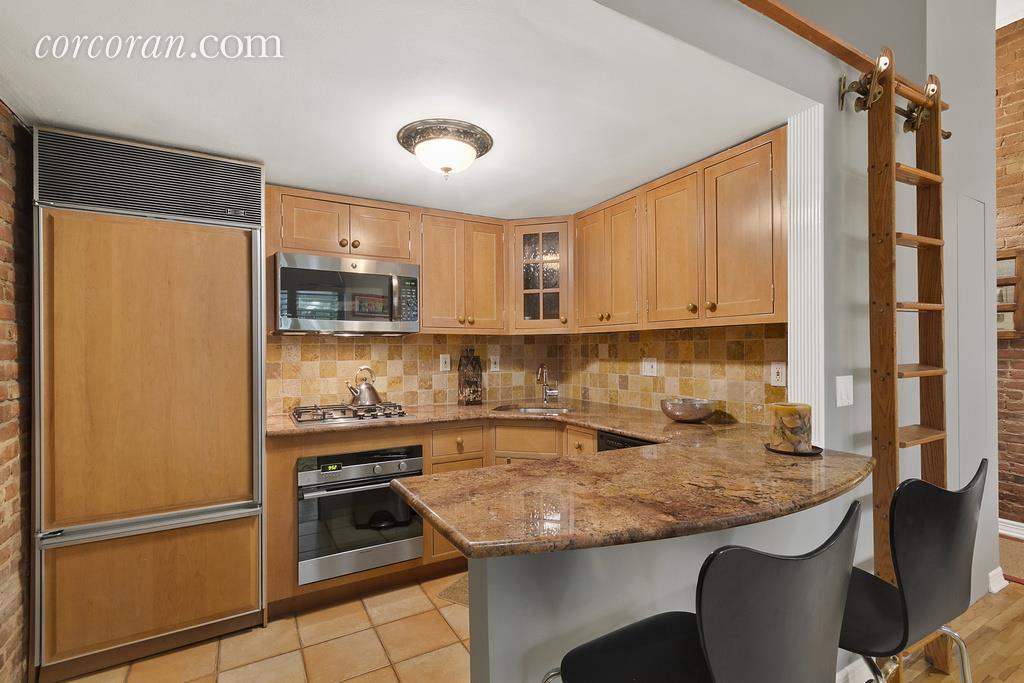 61 West 68th Street, Upper West Side, kitchen, co-op, parlor floor