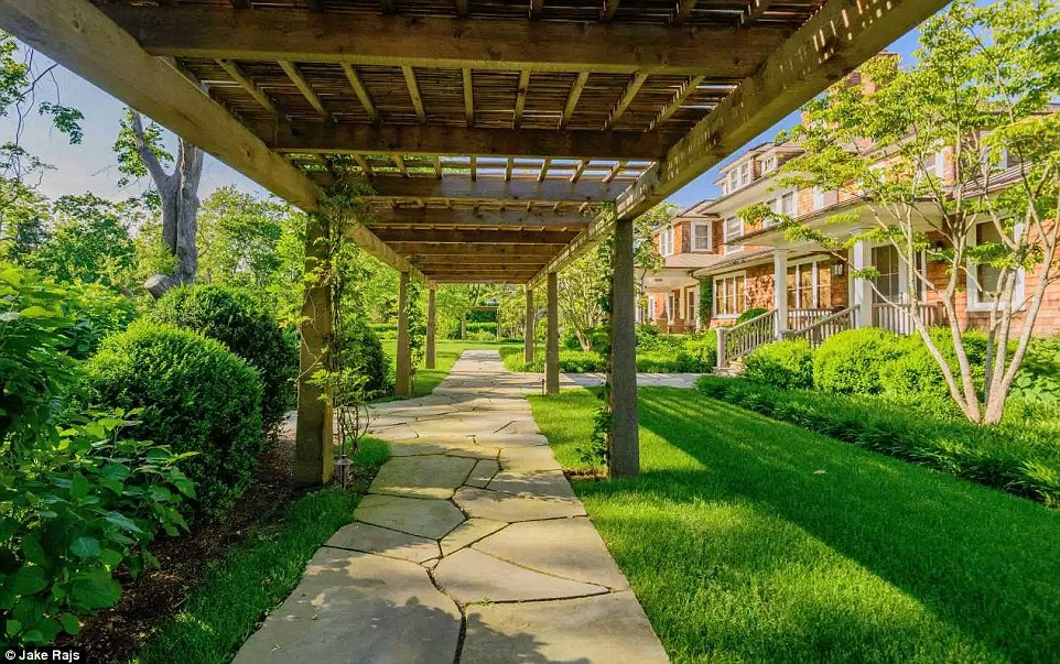 Matt Lauer Paid 36m For Richard Gere S Hamptons Estate