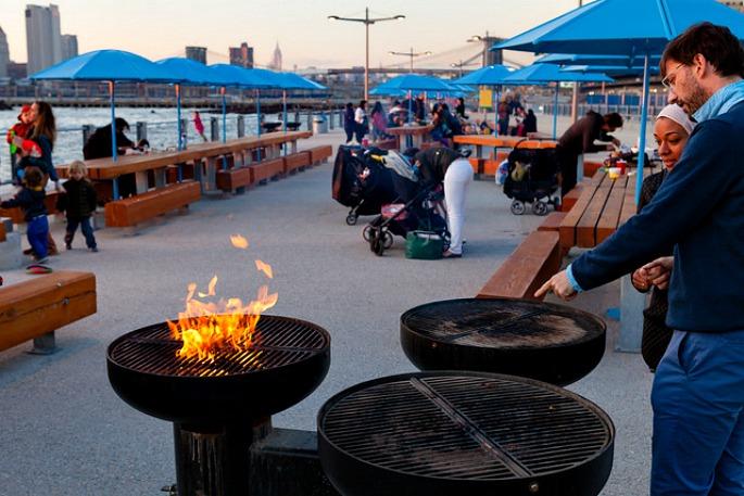 Grill stations near Pier 5 in Brooklyn Bridge Park