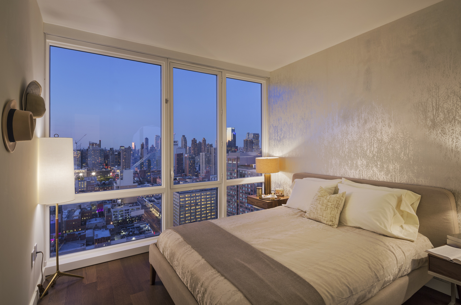 Knicks star kristaps porzingis rents 8k month midtown for 42nd street salon