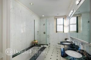 830 Park Ave bath