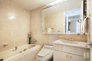 3 Lincoln Center, 46A bathroom