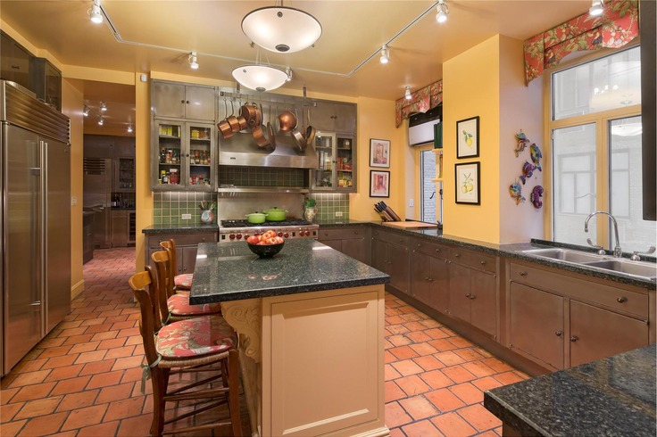 Chef''s kitchen with state of the art appliances and original steel cupboards