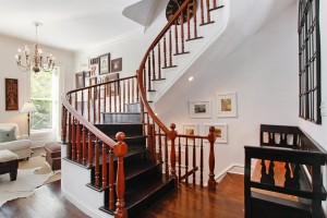 251 East 61st Street, Stairs
