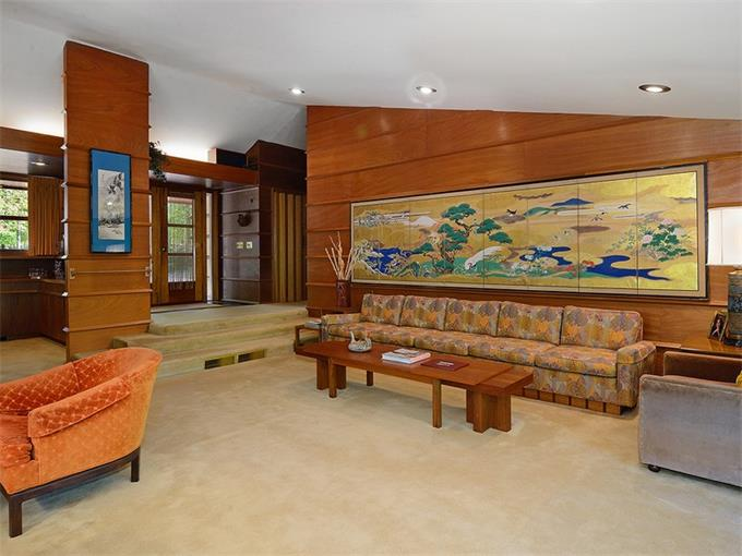 A retro upstate home designed by frank lloyd wright hits for Frank lloyd wright flooring