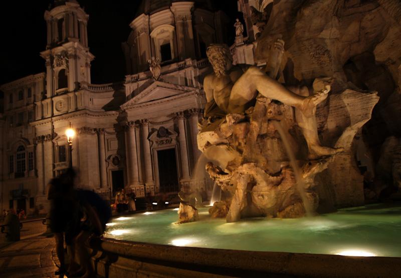 Rome's Piazza Navona at night