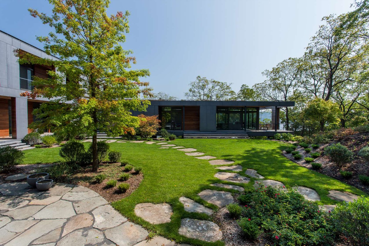 Susan wisniewski landscape 39 s river house is an enchanting for House architecture design garden advice