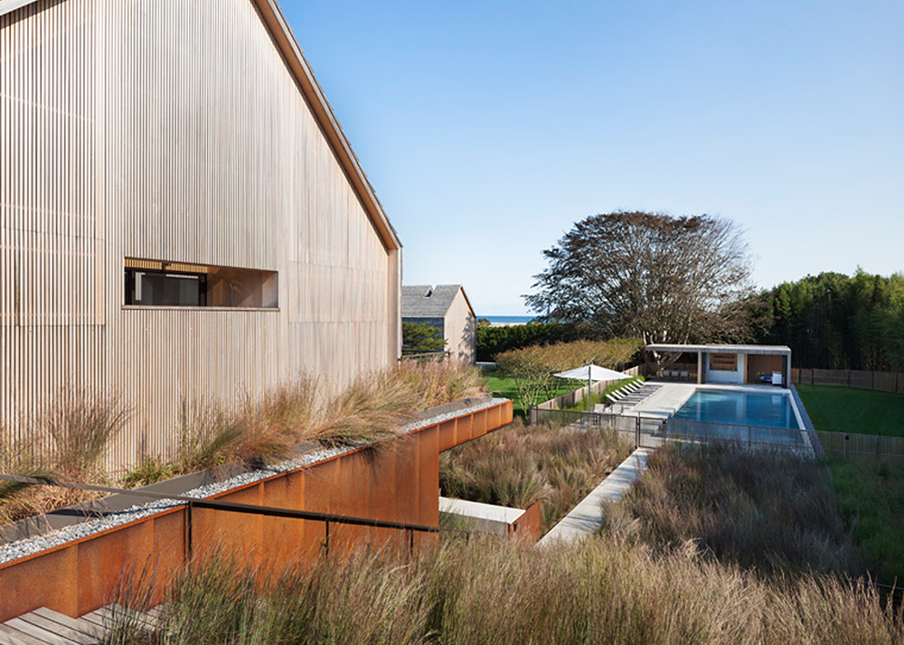 Piersons Way, East Hampton, NY family home, Bates Masi + Architects, L-shape design, Alaskan yellow shakes, Potato Barns typology, blend into the landscape