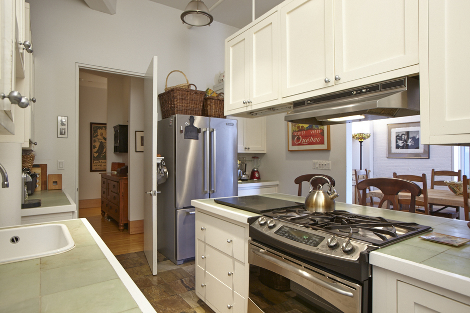 285 Lafayette Street, 2E kitchen