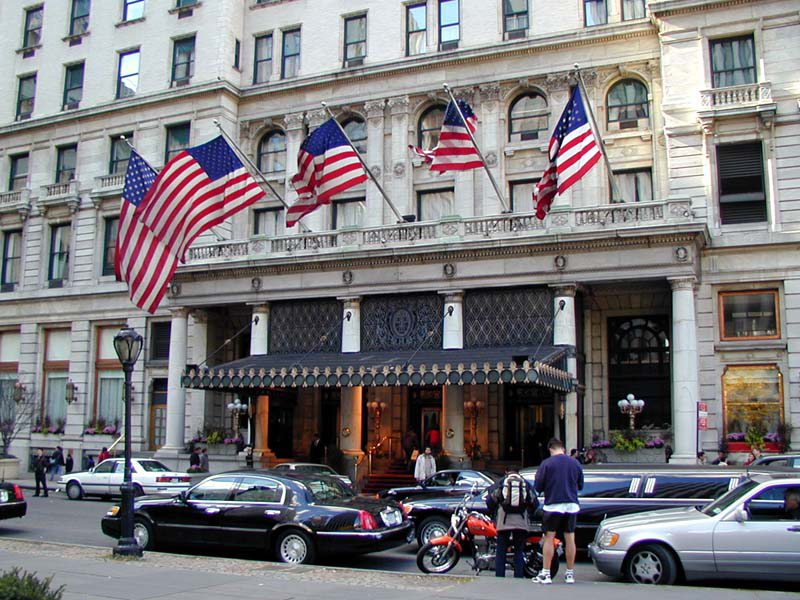 the plaza hotel entrance, the plaza hotel curb