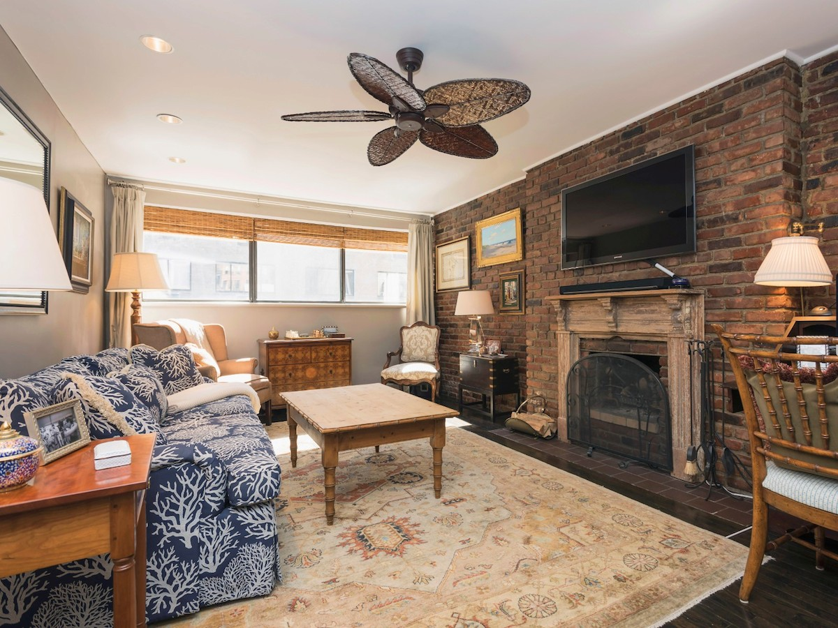1 8m greenwich village pied a terre is charming on so for Nyc pied a terre
