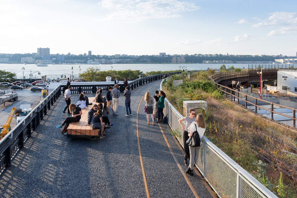 edward norton, high line park, the high line at the railyards, Diller Scofidio + Renfro, Piet Oudolf , James Corner, James Corner Field Operations, hudson yards, high line section 3