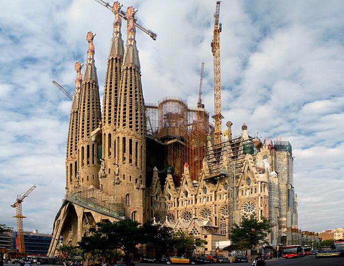 La Sagrada Familia Barcelona, La Sagrada Familia, Barcelona monuments