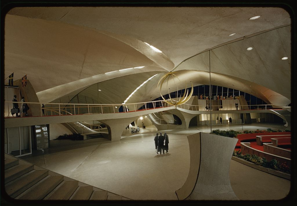 An architect 39 s gift from the jet age the twa flight for Hotel at jfk airport terminal