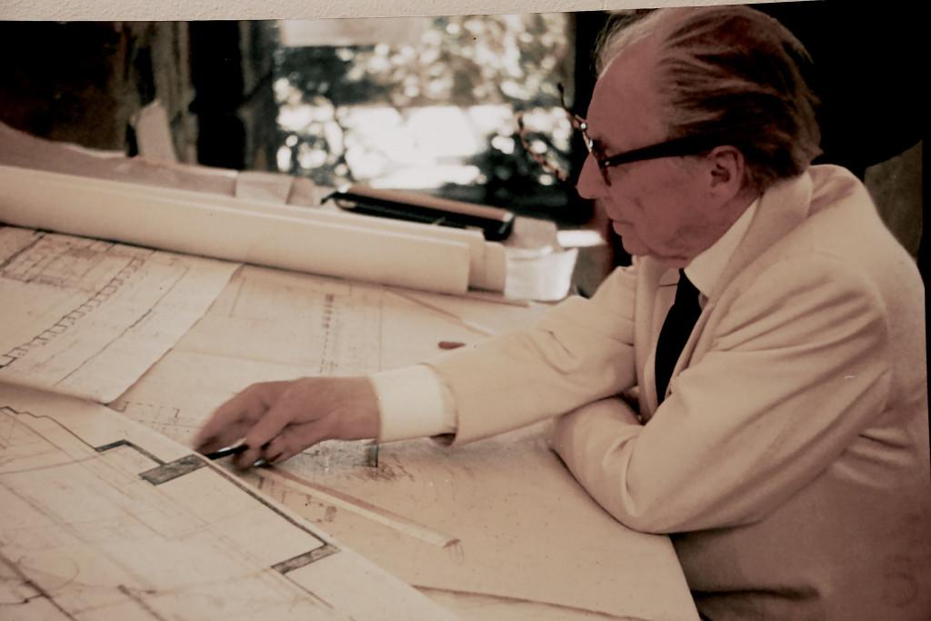 Frank Lloyd Wright, Architect, Renovation Diary
