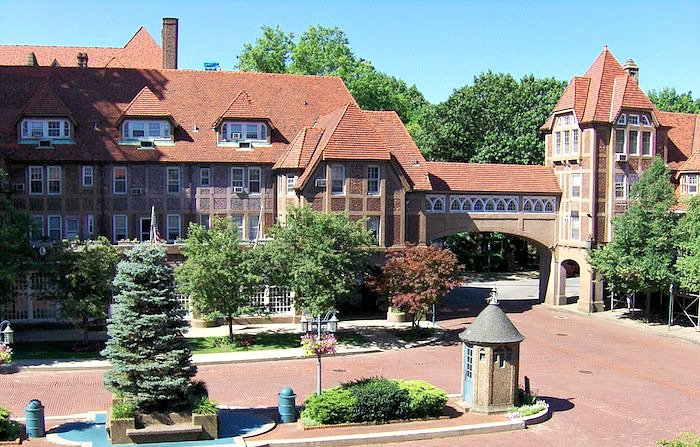 Station Square, Forest Hills Gardens