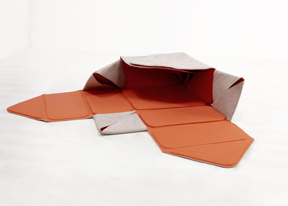 Nicole de Bie, soft box, HOPPETEE, multifunctional furniture, hides clutter, soft stool, minimal box, playing object, Dutch design