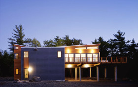 Re4a, Mountain Retreat, on stilts, Catskill Mountains, Kerhonkson, wooden deck, cedar cladding, gray concrete panels, bamboo flooring