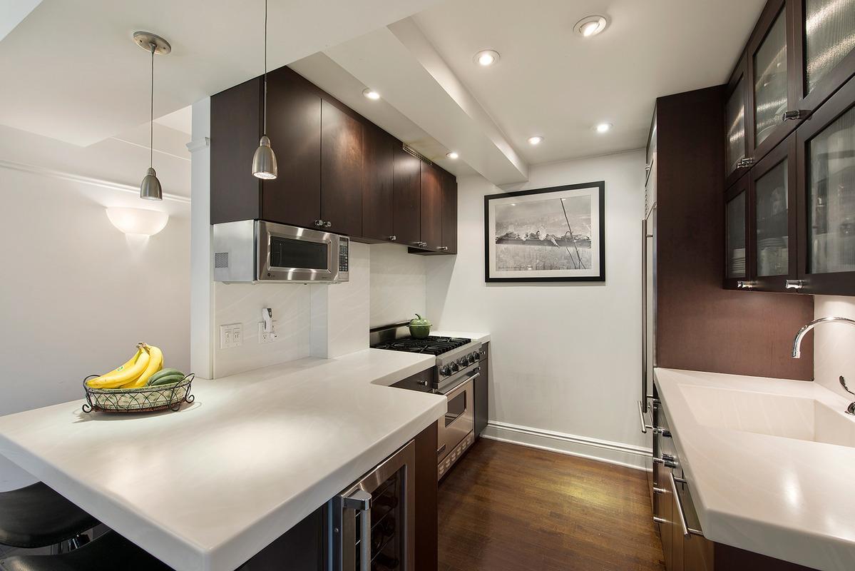 200 East 16th Street, Gramercy Park, Jesse Tyler Ferguson