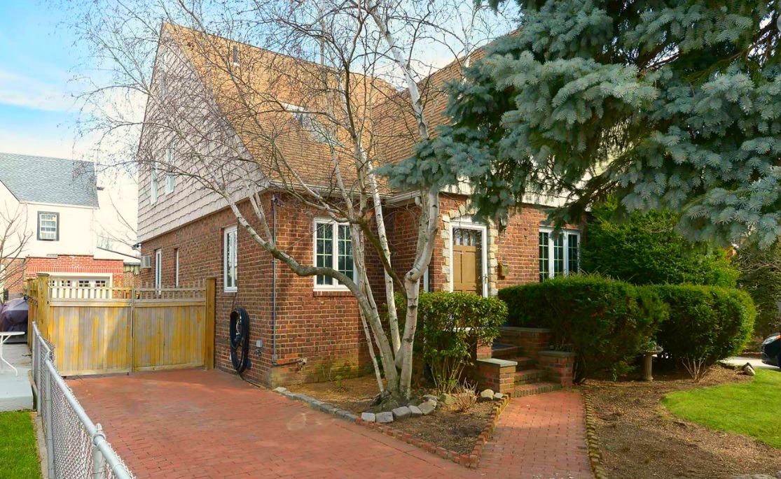 236-07 Seward Avenue, Bellerose Manor