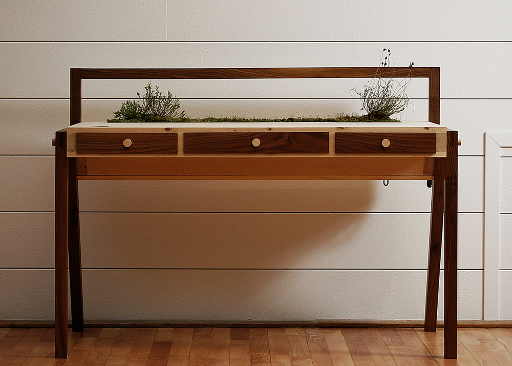 Love Hulten's self-sufficient garden in a desk Senescent desk