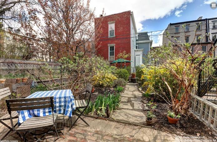 181-st-james-place-backyard