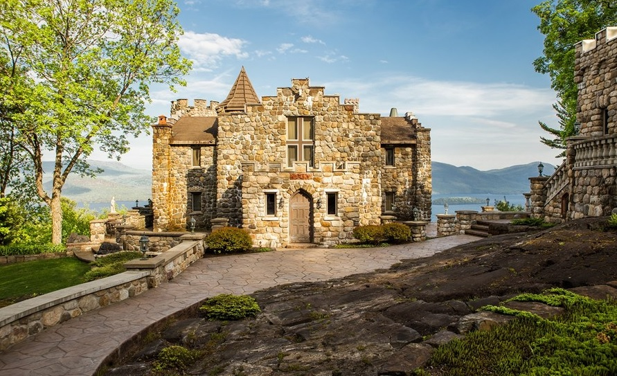 12 8m upstate castle may look medieval but it 39 s only 30 for Houses that look like castles