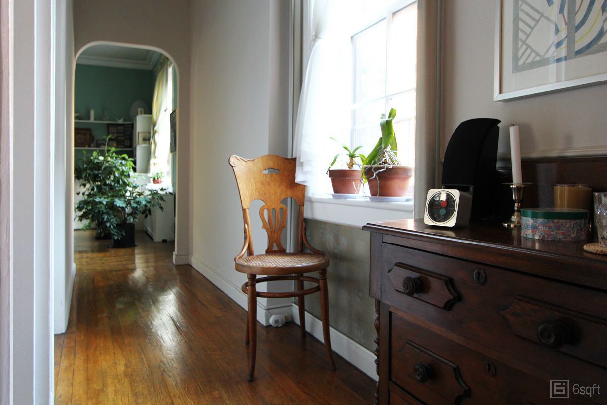 Classic Greenwich Village apartment homes of interior designers NYC apartment tours & My 1000sqft: Tour an Interior Designer\u0027s Classic Greenwich Village ...