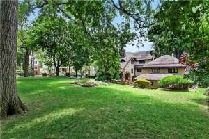 8220 Narrows Avenue, yard, Bay Ridge, Gingerbread House