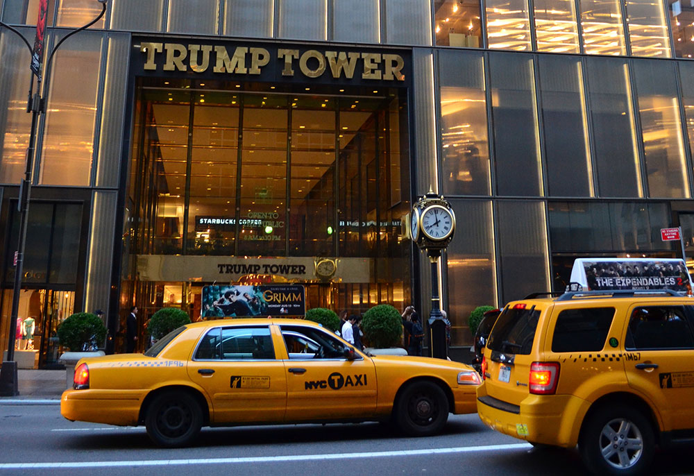 Over 275,000 sign petition to rename stretch of Fifth Ave in front of Trump Tower after Obama