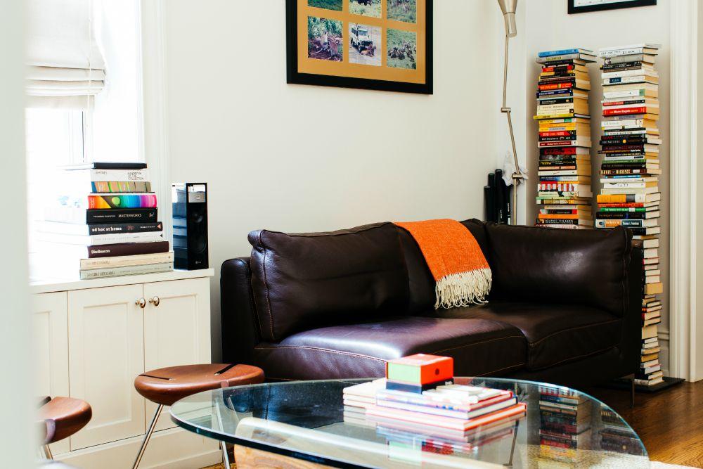 Carlos Alimurung, living room