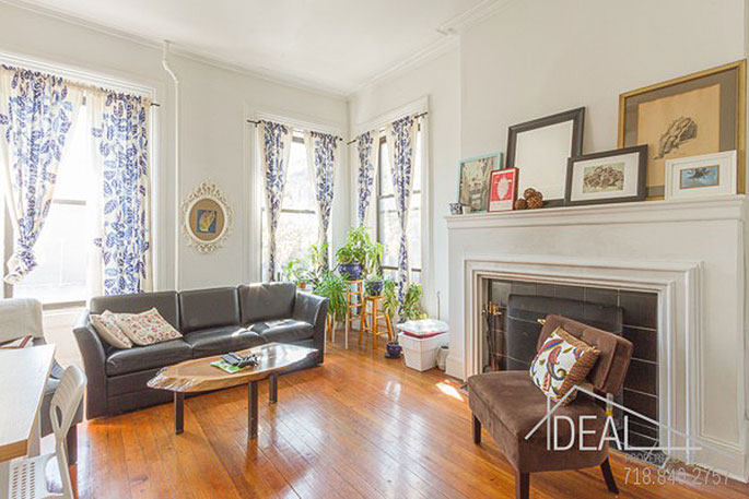 Three Bedroom Apartment With Prewar Details Asks Just 4 400 A Month In Brooklyn Heights 6sqft