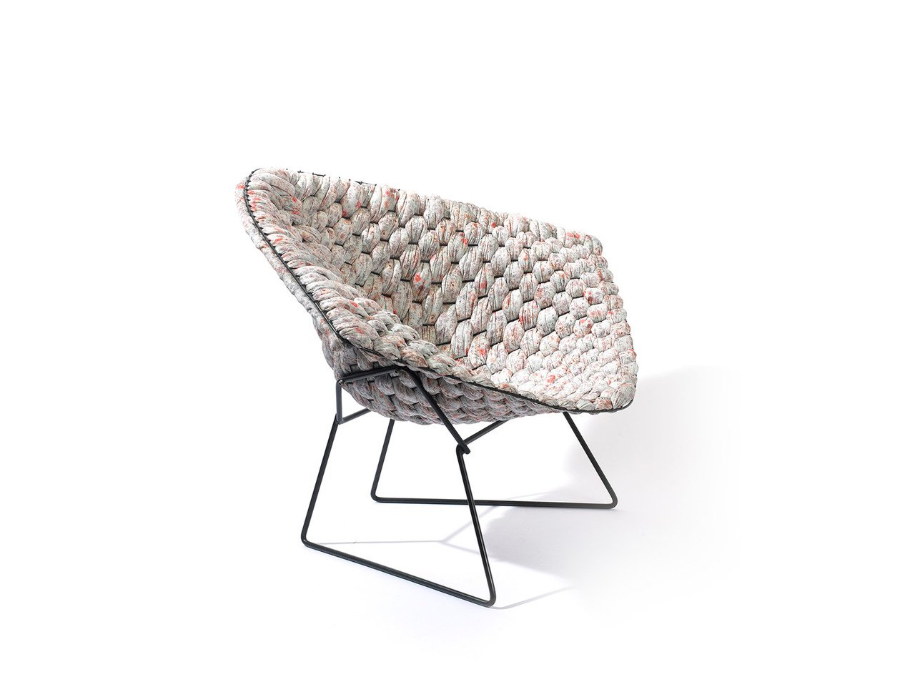 cl ment brazille reinvents the iconic bertoia chair with comfortable knitted upholstery 6sqft. Black Bedroom Furniture Sets. Home Design Ideas