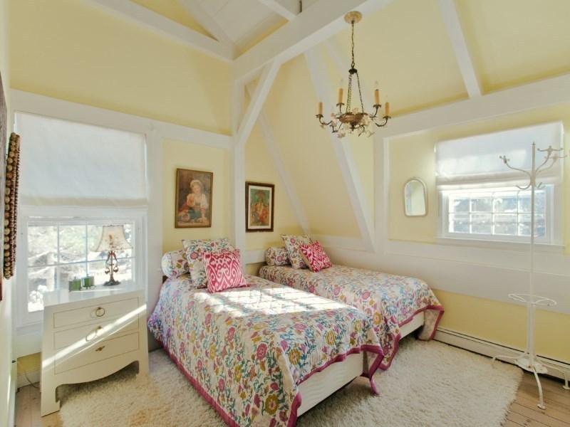 Buy Fashion Designer Betsey Johnson's Flowery East Hton Home Rh6sqft: Betsey Johnson Home Decor At Home Improvement Advice