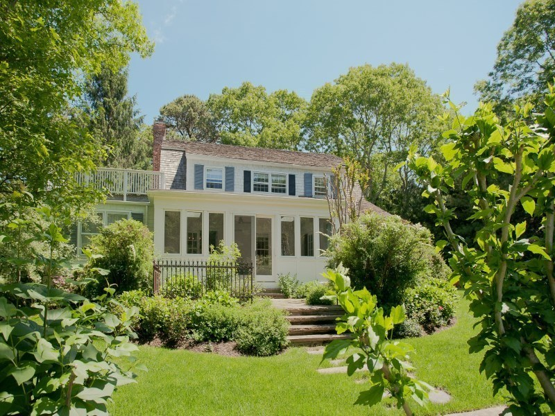 25 Grape Arbor Lane, Betsey Johnson, East Hampton home, Hamptons real estate