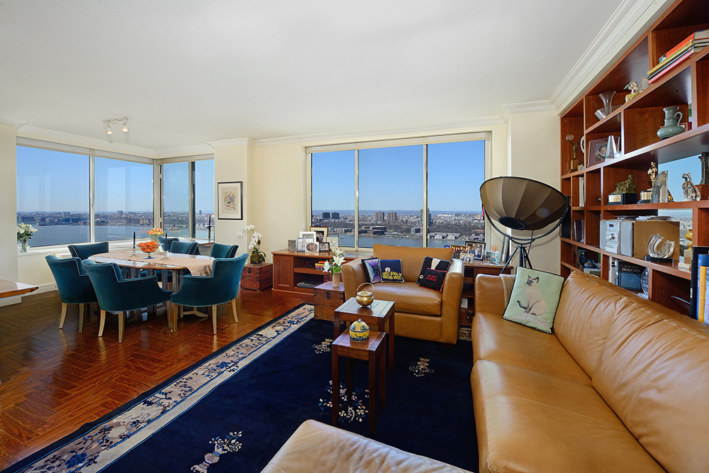 Trump Place, 200 Riverside Boulevard, Kathleen Turner, NYC celebrity real estate,