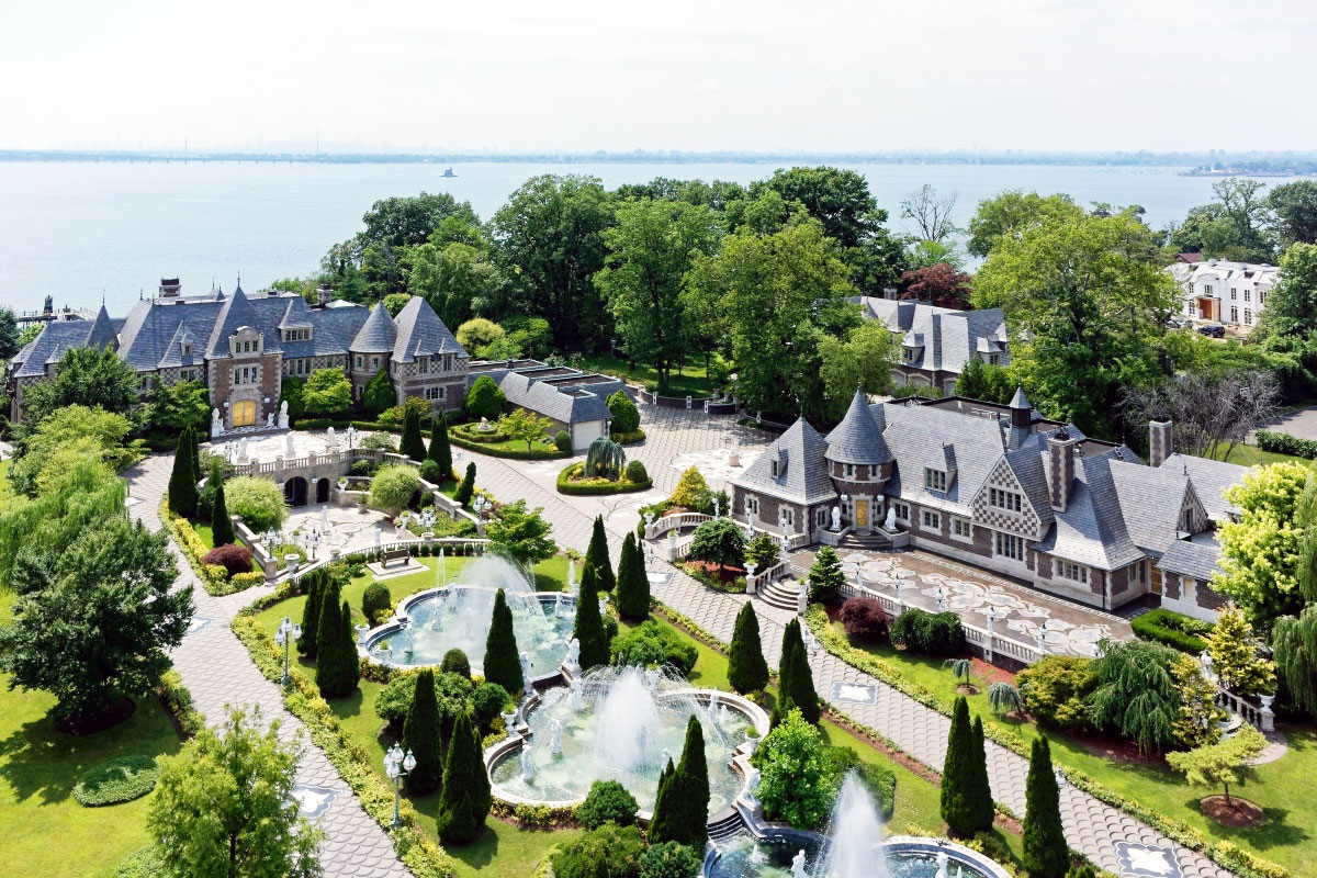 Russian Castle on Long Island With 35 Bathrooms Asks a Whopping $100M