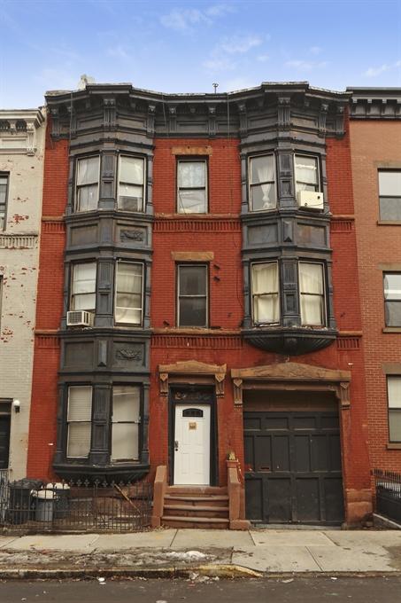 689 Sackett Street