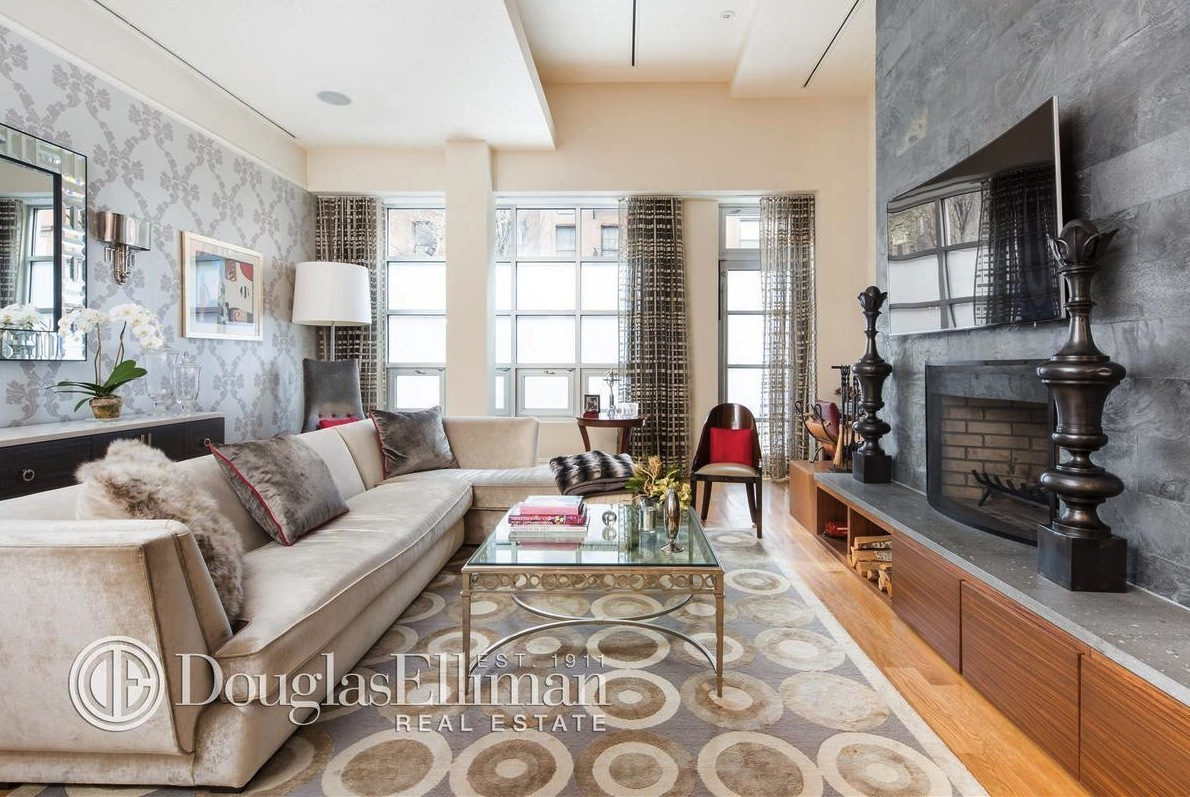 157 East 84th Street, living room