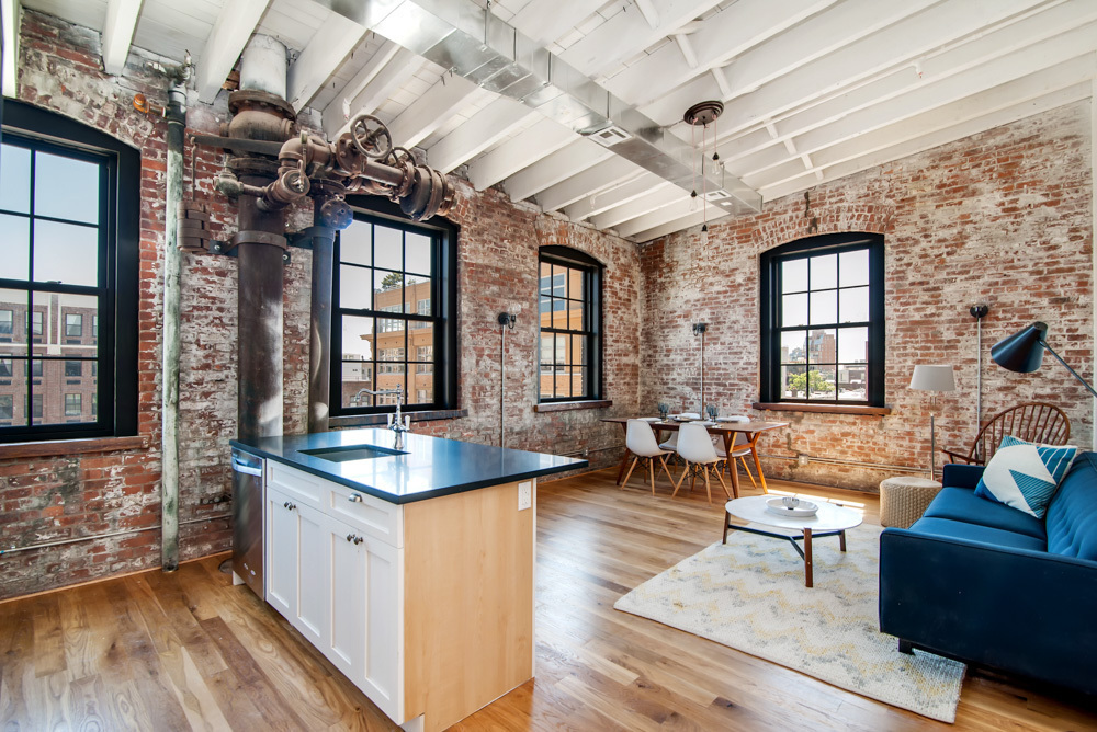 Williamsburg 39 s new soda factory lofts bottle industrial for Model agency apartments