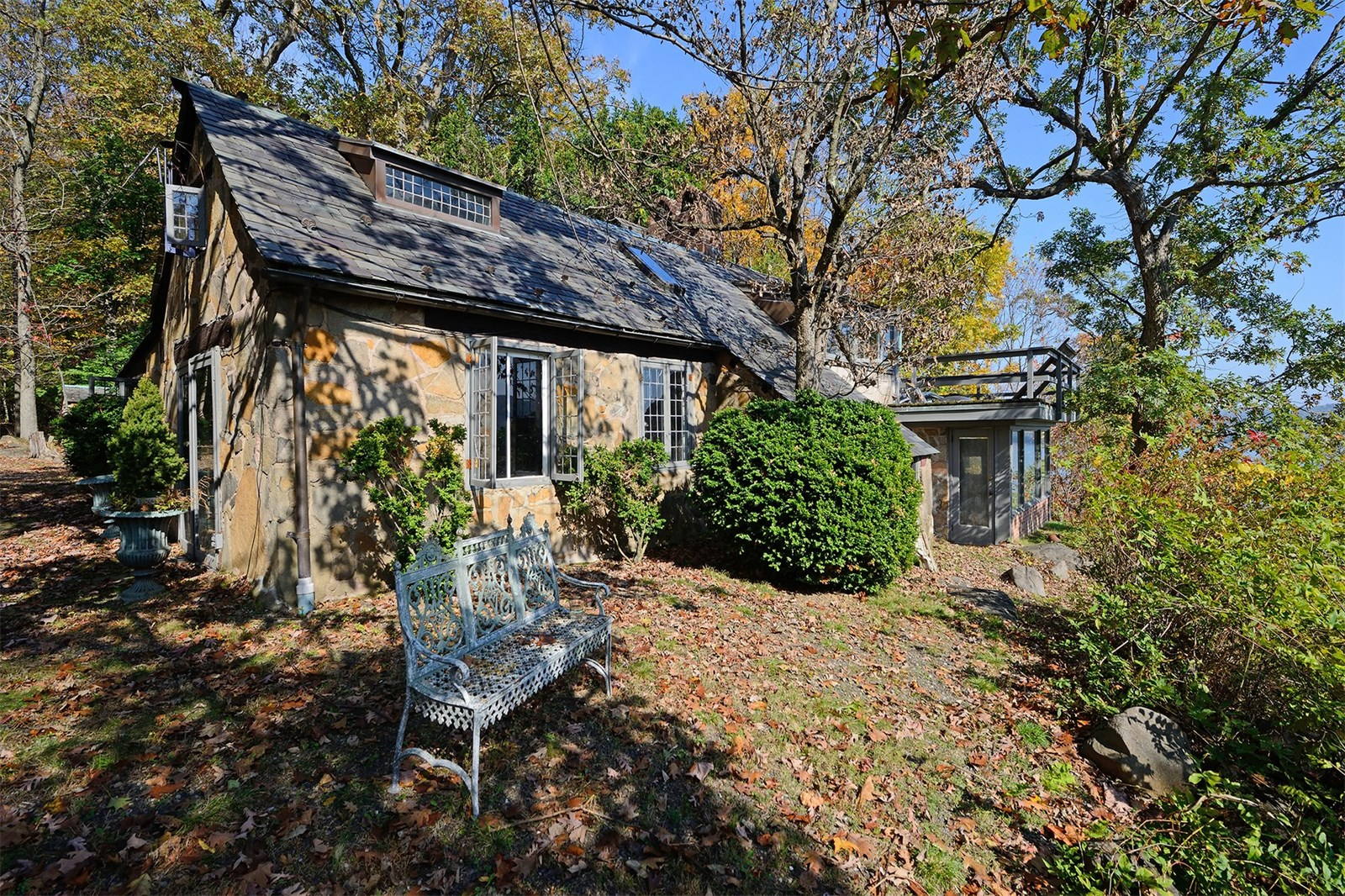 Hudson River Cottage That Was Home to Orson Welles and John ... for Medieval Cottage In The Woods  56mzq